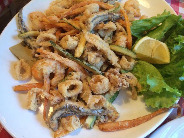 piatto di frittura mista di pesce al Ristorante Da Roberto a Rimini