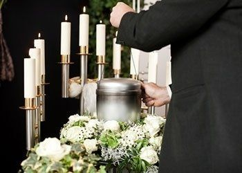 necrologi, addobbi funebri, servizi cimiteriali