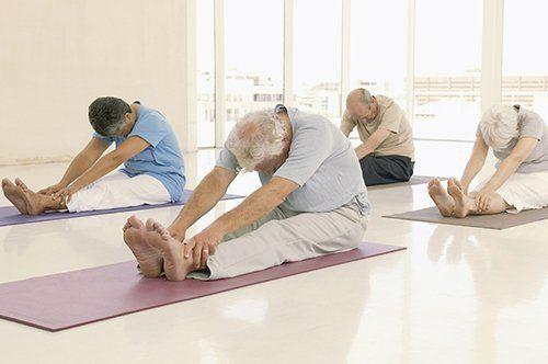 anziani mentre svolgono attivita fisica a Zenevredo
