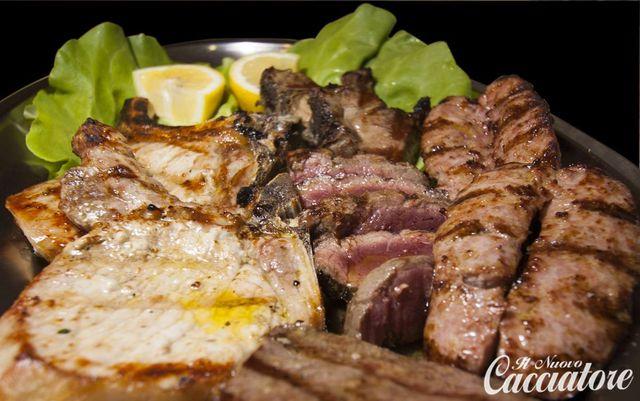 Carne alla griglia -vista interna del risorante pizzeria Il Nuovo Cacciatore, Santo Stefano di Rogliano (CS)