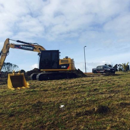 Equipment providing earthmoving services in Auckland