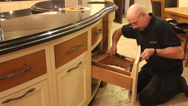 hand fitted kitchen drawers