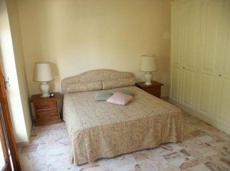 Camera con struttura letto in tiglio, camera in tiglio, camera in legno