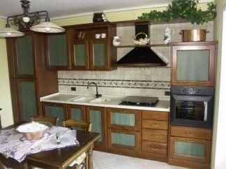 Cucina in faggio con pannelli colorati, pensili colorati, cucina pensili