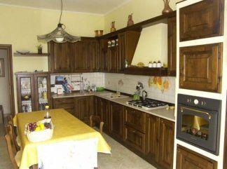 Cucina componibile in noce nazionale, cucina su misura, cucina modulabile