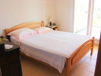 Camera con struttura letto in faggio, camera da letto in faggio, camera in legno