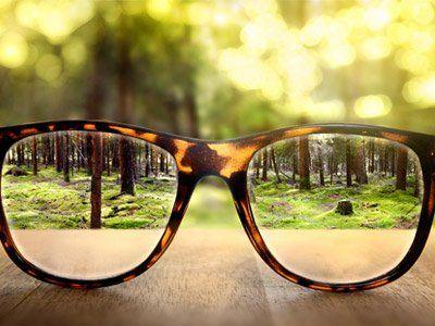 Vista da vicino degli occhiali a Milano