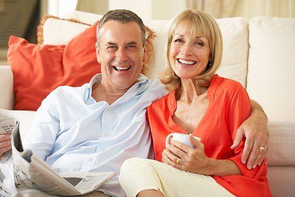 coppia di pensionati sorridenti - PROFESSIONE MUTUO a Roma