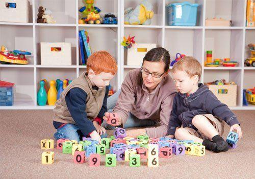 Teacher teaching children to play the block game