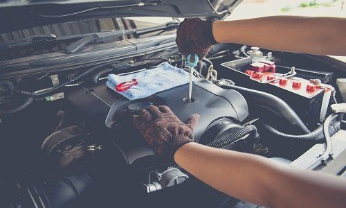 controllo dell'olio auto