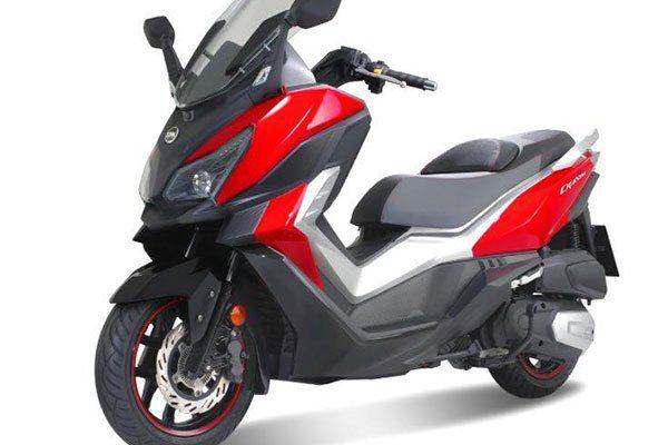 uno scooter rosso e nero