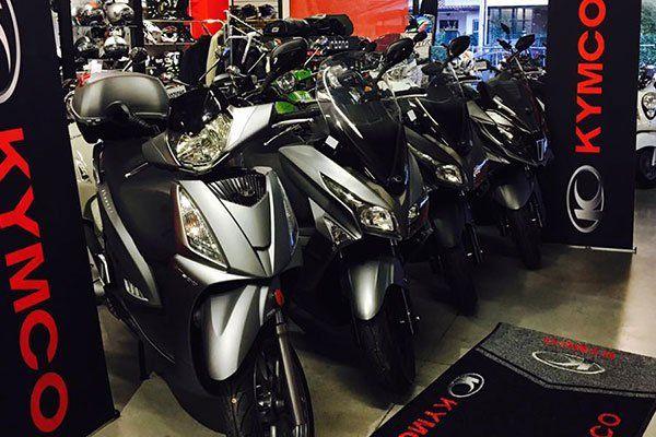 degli scooter grigi