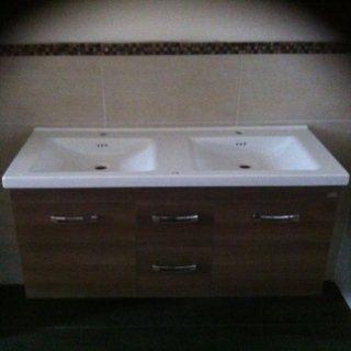 Mobile bagno sospeso con lavandino a due buche