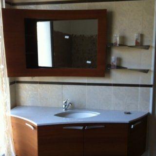 Mobile in legno con piano in marmo al quarzo e specchio