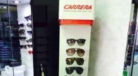occhiali da sole in esposizione