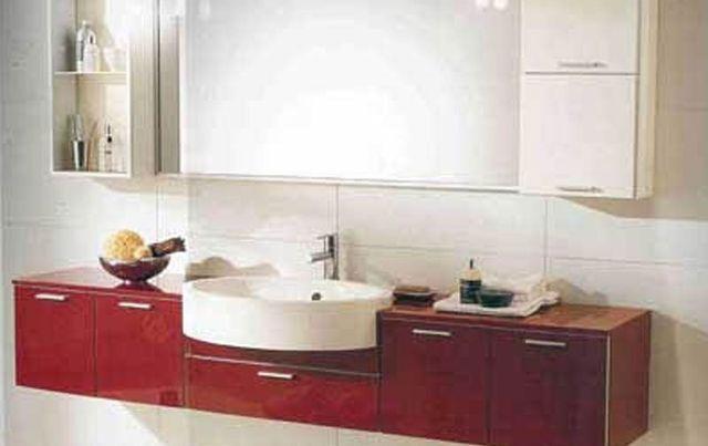 Lavabo moderno in un bagno