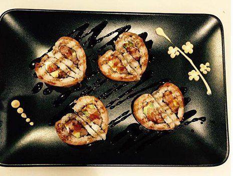 Uramaki cuore con salsa a Torino