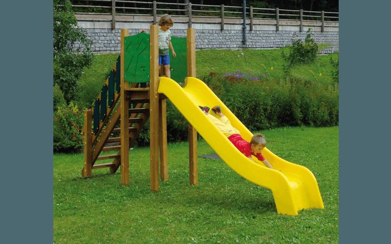 Scivolo con torre in legno e plastica