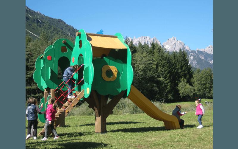 Scivolo con struttura in legno