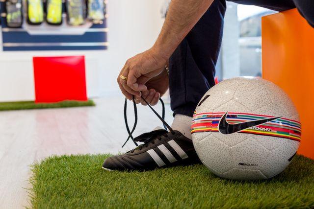 Pettorine e scarpe da calcio | Cascina, PI | Calcio.0