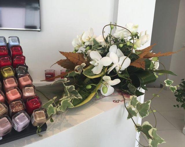 bouquet floreale e sali colorati
