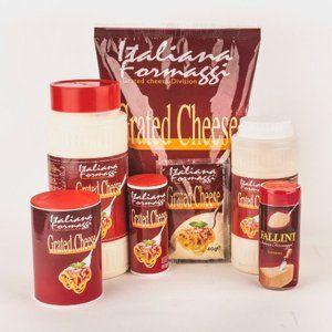 Confezioni di formaggio grattugiato della marca Italiana Formaggi