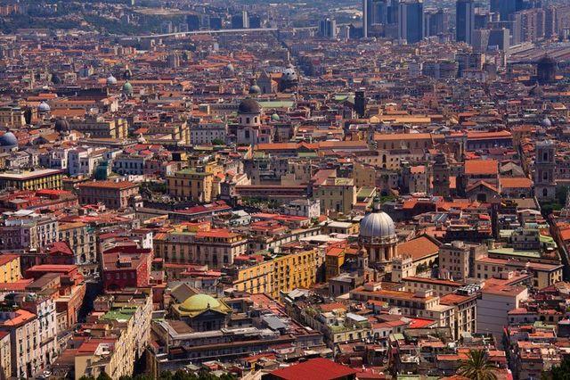 visuale aerea della città di Napoli
