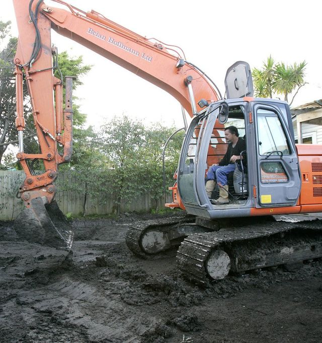 Excavators, earthmoving, excavation, cartage, residential earth works