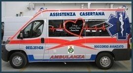 vista laterale di una ambulanza