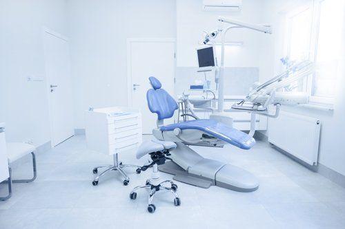 stanza del dentista dove effettua le visite