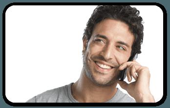 uomo che parla al telefono cellulare