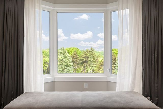 An Advantage Of A Bay Window Is An Increase Of The Exterior View That Can  Be Used To Panoramically Enjoy Your Land, Garden, Flower Beds, And Keep A  Safe Eye ...