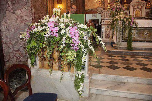 addobbo floreale per cerimonia in chiesa