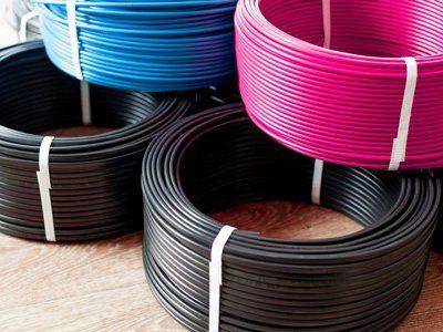 fili elettricita neri rosa e blu