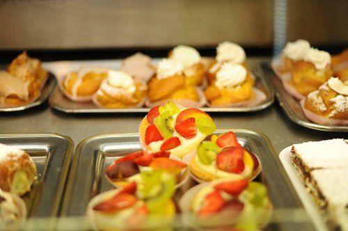 cabaret di dolci misti anche alla frutta