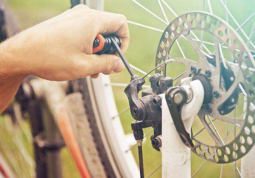 Riparazione biciclette a Sannazzaro De' Burgondi