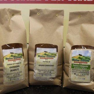 Farina integrale di Khorasan ( kamut), farina integrale di grano saraceno, farina integrale di grano tenero