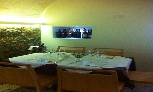 interno del ristorante la trattoria del pescatore a paola