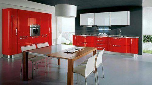 Cucina con arredamento rosso ad Amendolara, CS