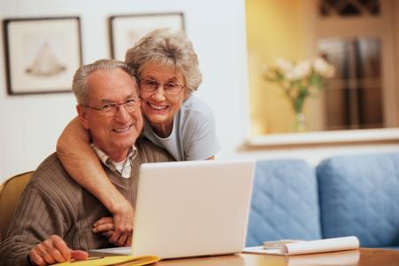 Una coppia di anziani felici