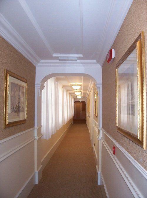 Un elegante corridoio d'Hotel