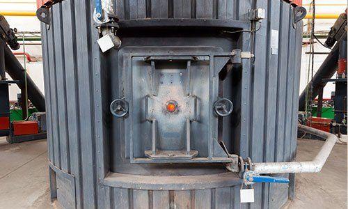 Una caldaia a biomassa