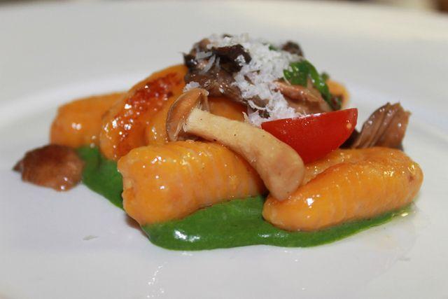 Stir fried vegetables in green sauce