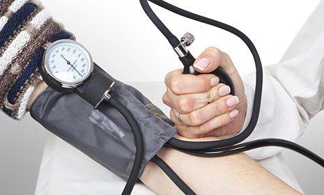 Misurazione pressione arteriosa alla Farmacia Villani Pavia