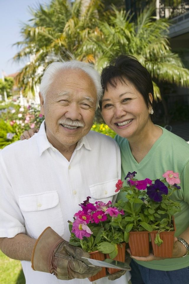 Senior couple in Pearl City with a beautiful smile