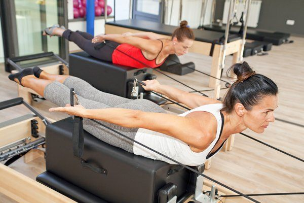 Donne facendo il pilates a Kinesistudio in Voghera