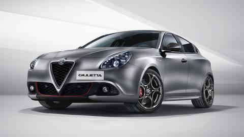 un'Alfa Romeo di color bianco