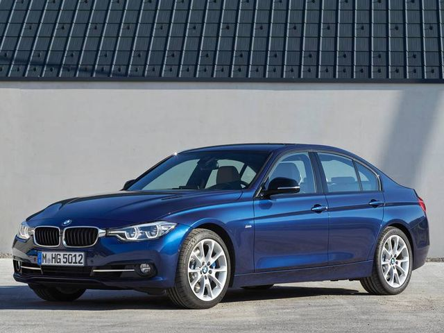 un BMW grigio