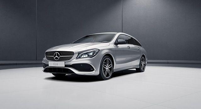 una Mercedes grigia