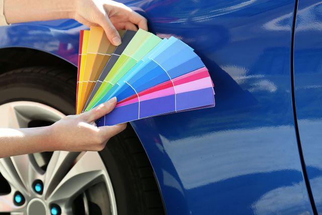 Campioni di colore per la verniciatura di un'auto ad Arezzo